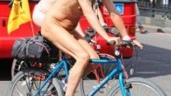 Goli biciklist kažnjen jer je vozio bez kacige!