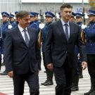 epa05606632 Denis Zvizdic (L) President of the Council of Ministers of Bosnia and Herzegovina, and Croatian Prime Minister Andrej Plenkovic (R) inspect a guard of honour during a welcoming ceremony in Sarajevo, Bosnia and Herzegovina, 28 November 2016. Plenkovic is on an official visit to Bosnia and Herzegovina.  EPA/FEHIM DEMIR